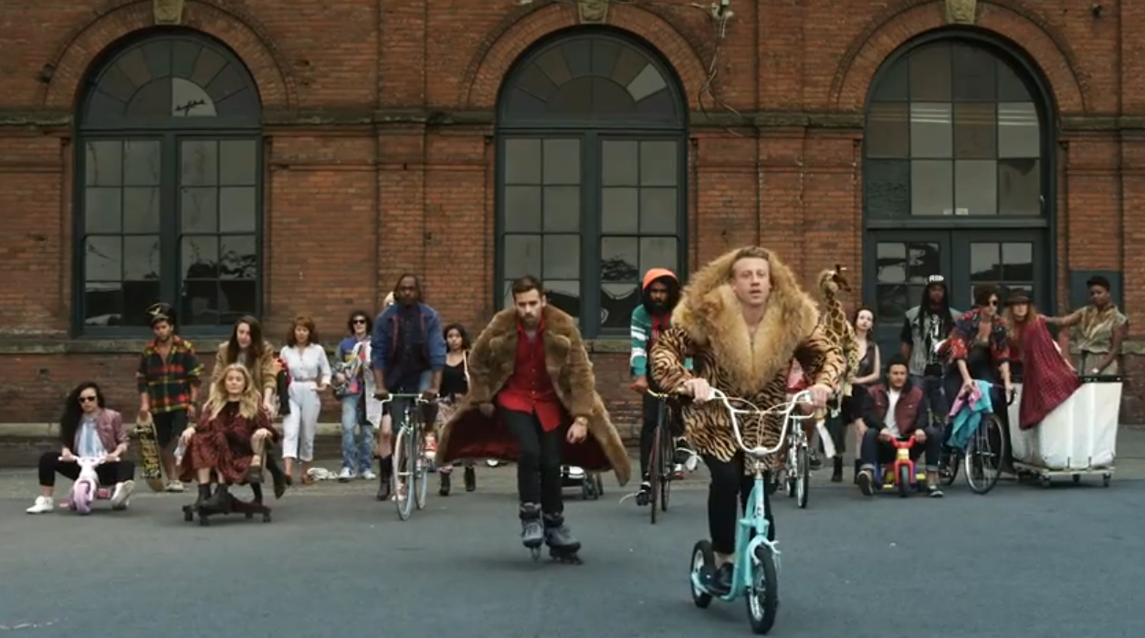 Кадры клипа MACKLEMORE & RYAN LEWIS  - THRIFT SHOP
